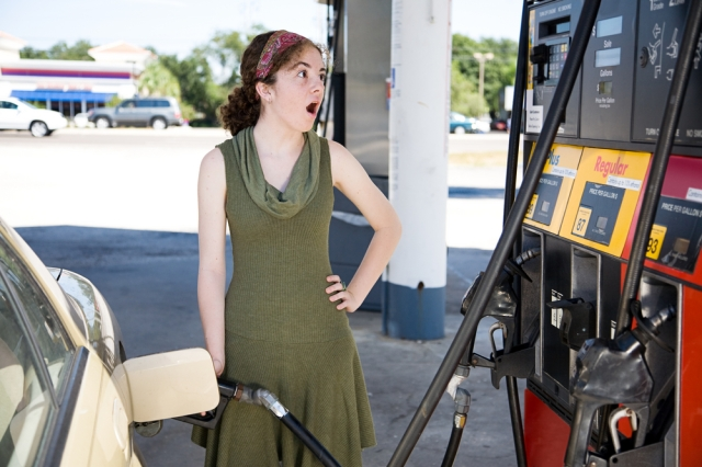 oregon-woman-pump-gas